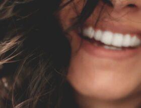 Schöne Haut und Zähne - Ein gepflegtes Erscheinungsbild steigert das persönliche Wohlbefinden