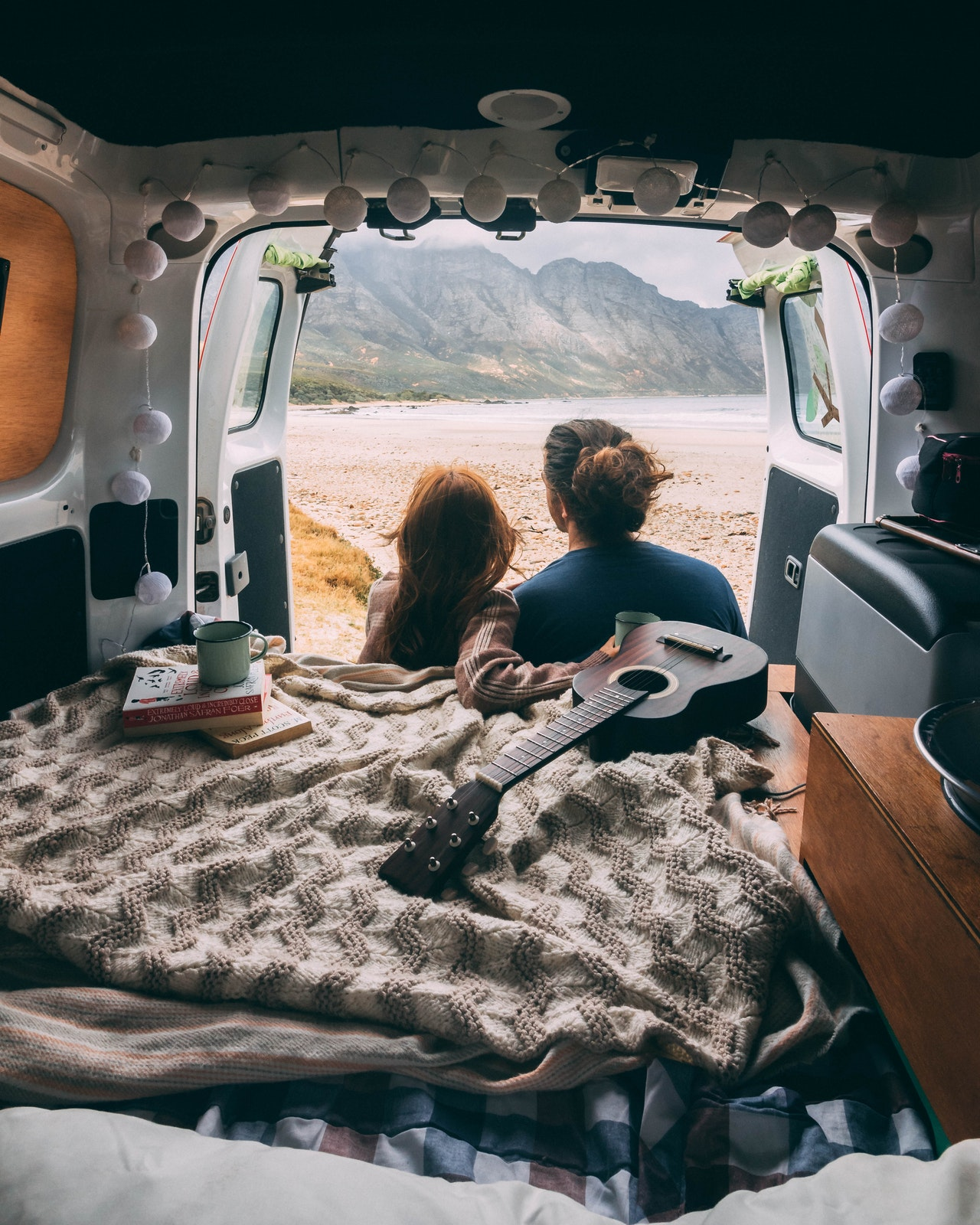 Camper in einem Ford Transit Custom